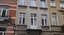 A 2 pas du Châtelain, bel appartement 1 chambre à rénover de 65m² habitables + terrasse de 12m²