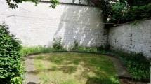 A 2 pas du Châtelain, spacieux duplex à rénover de 117m² habitables, 3 chambres + jardin.