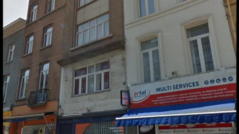 Barrière Saint-Gilles, dans un petit immeuble de 3 étages, sélection de 2 agréables studios (46m²-44m²).